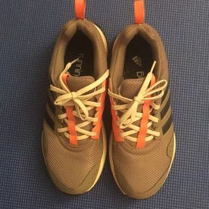 Great condition Adidas gsg running sneakers